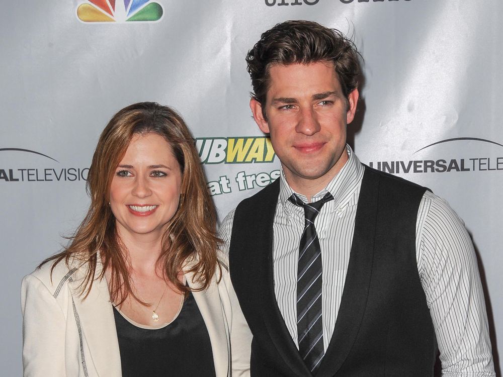 Are jim and pam from the office actually dating