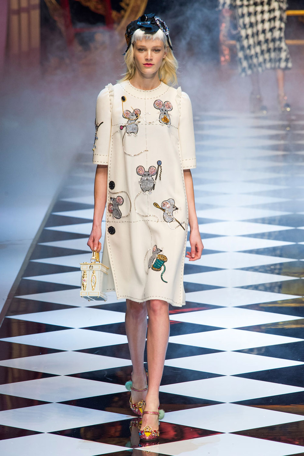 6 Must-See Moments From Dolce and Gabbana's AW16 Fairytale Fashion Show