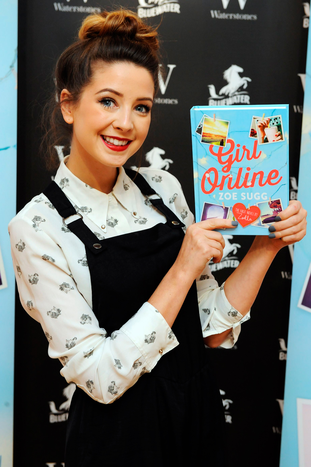 Zoella's Girl Online Book Is The Fastest Selling Debut Novel Of All Time  Zoella's Girl Online