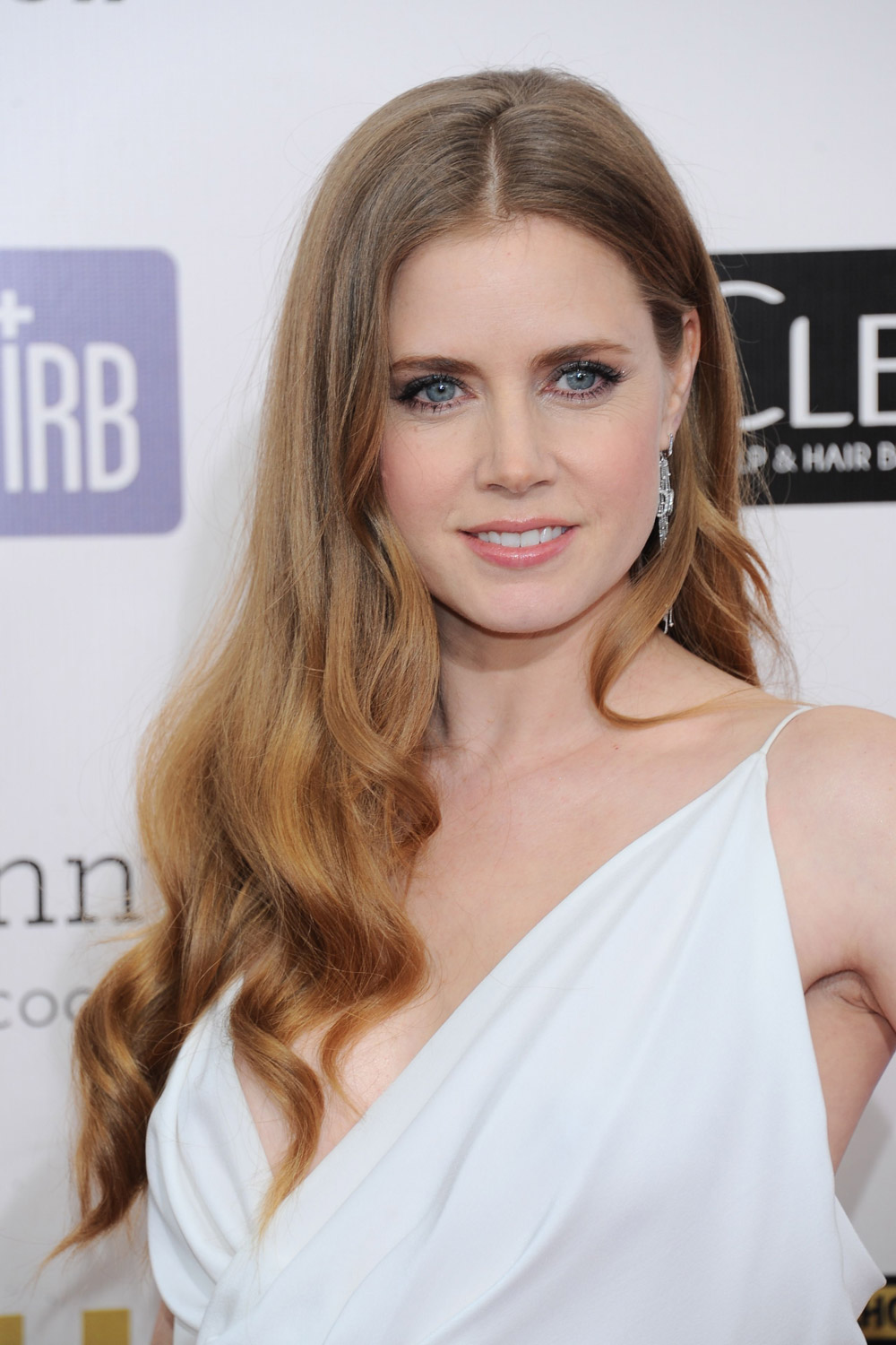 Hairstyles for round faces the best celebrity styles to inspire you urmus Image collections