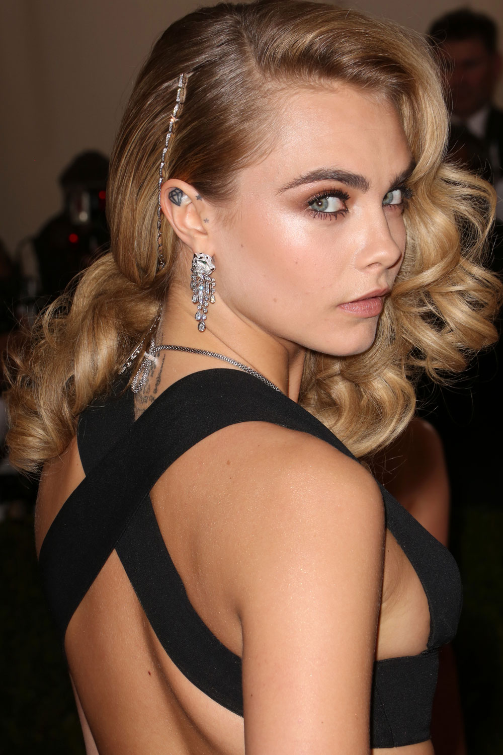 Hairstyles for round faces the best celebrity styles to inspire you urmus Gallery