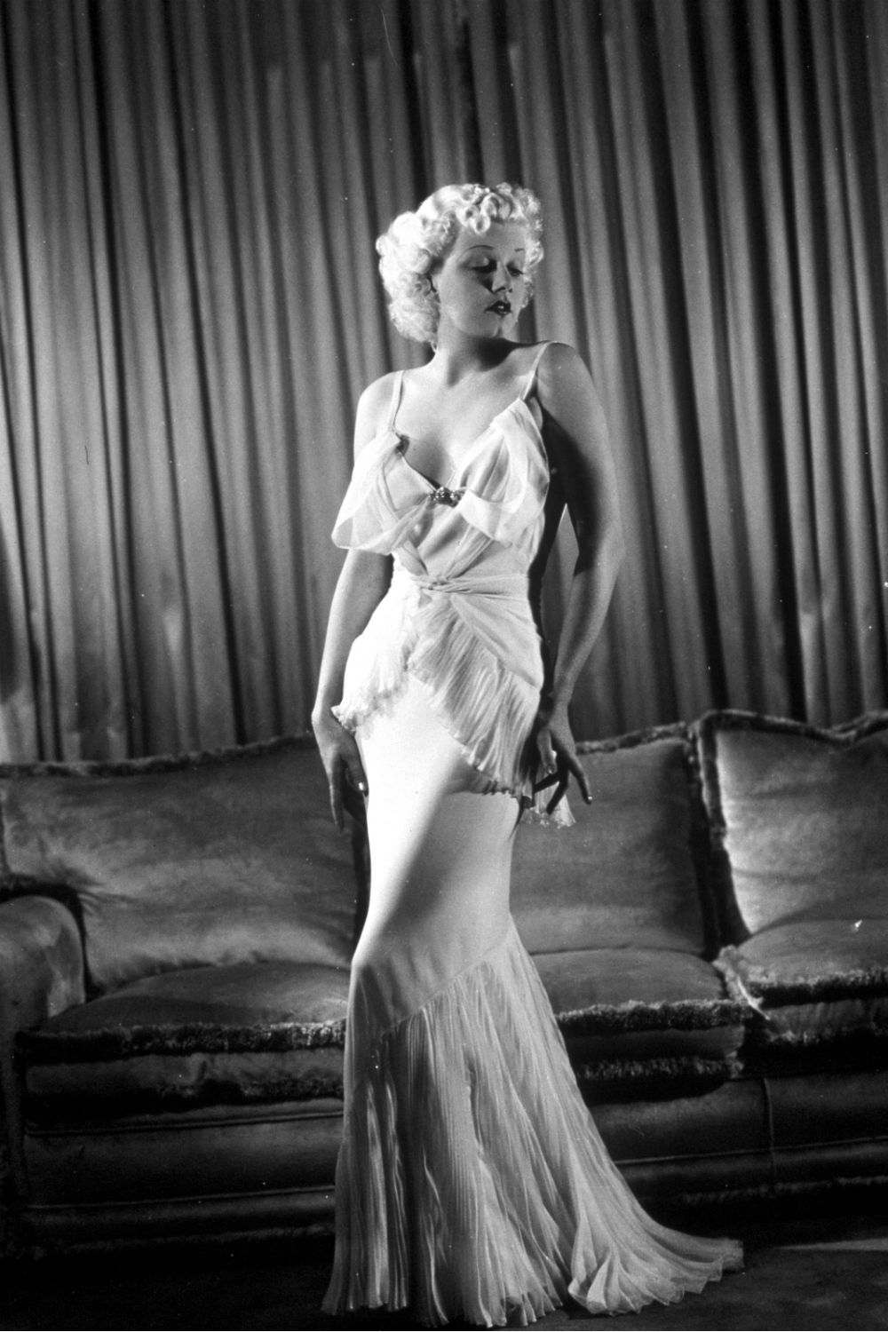 Jean Harlow 1930s fashion icons
