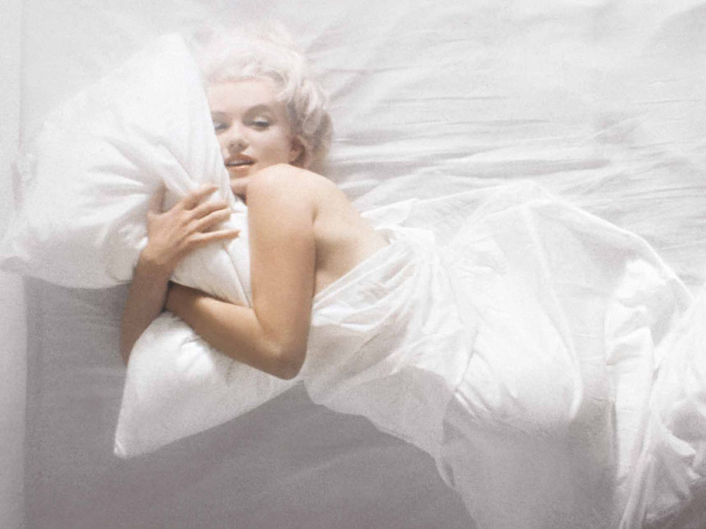 Marilyn Monroe In White Bed Sheet