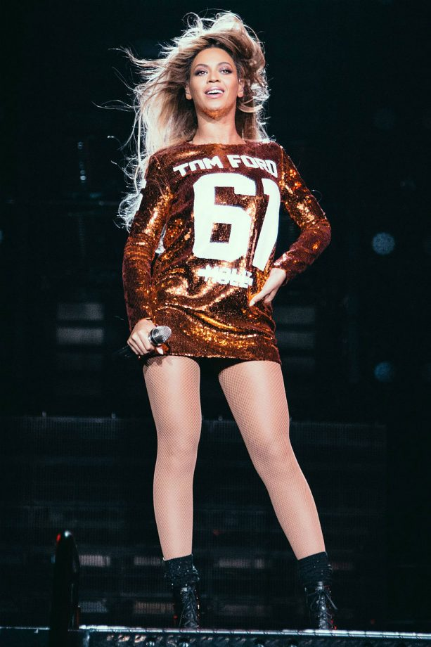 Beyoncé Rocks Out In Tom Ford\'s Sequin Jersey Dress