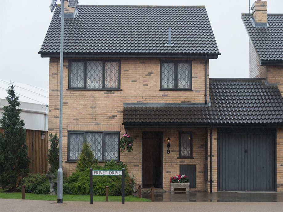 you can now buy harry potter s house as 4 privet drive is up for sale. Black Bedroom Furniture Sets. Home Design Ideas