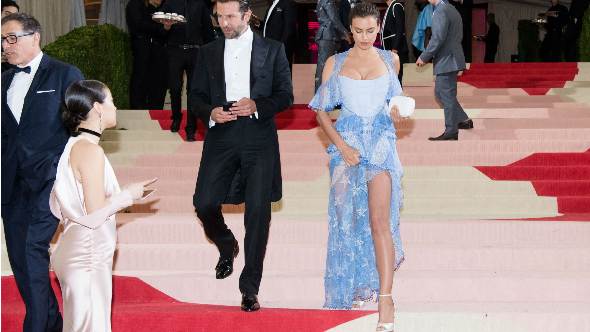 25a37d2826f7 Irina Shayk on the red carpet with Bradley Cooper