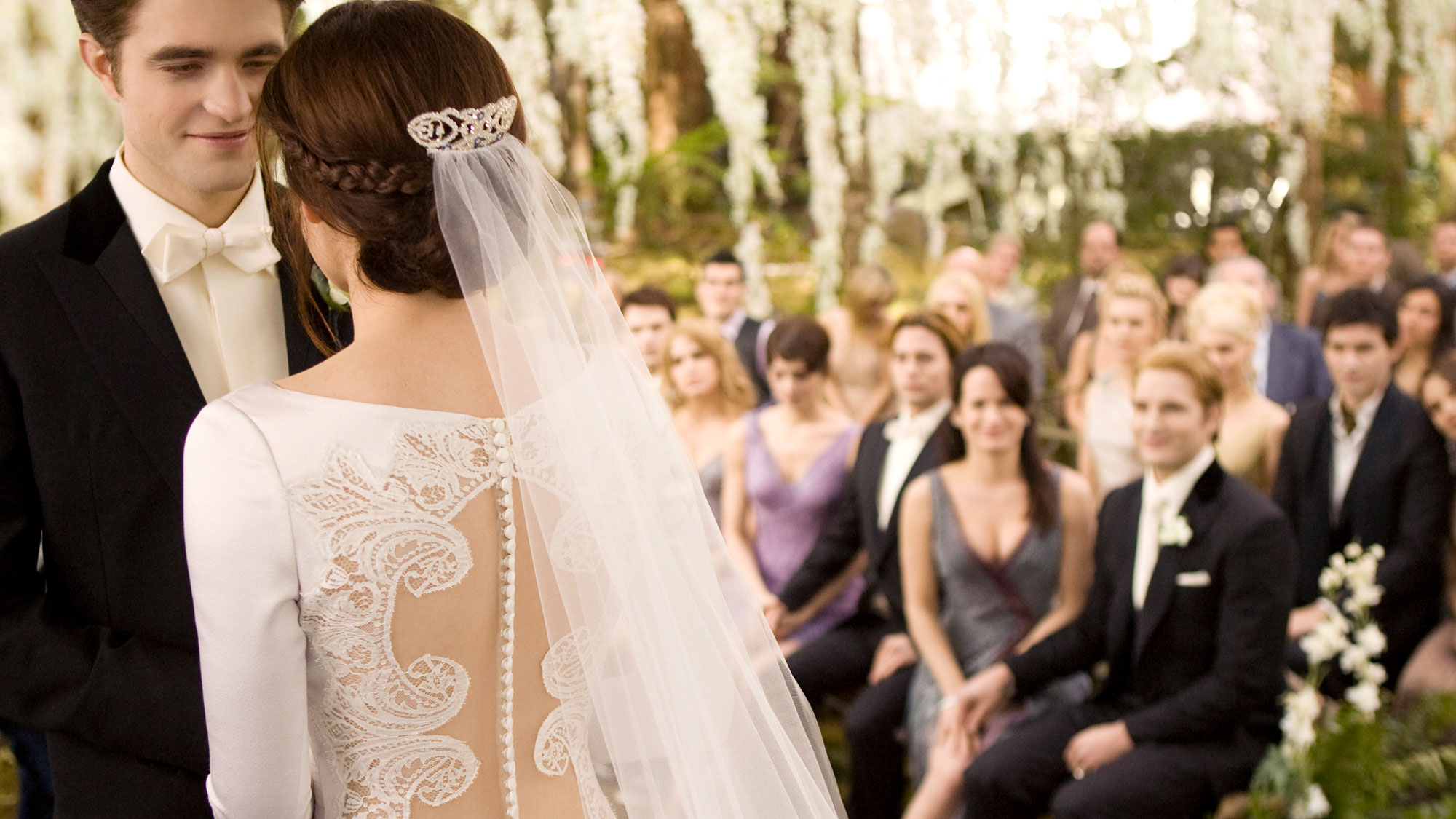 Bella swans twilight wedding dress is up for auction junglespirit Gallery