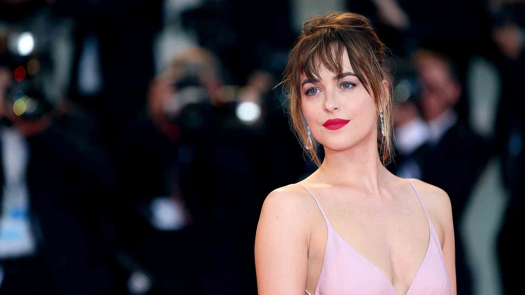 Dakota johnson her most stylish and fabulous moments for Cocktail 50 nuances de grey