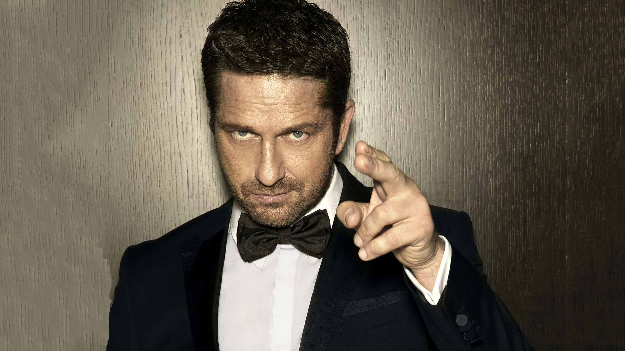 Gerard Butler Goes Christmas Shopping With Marie Claire