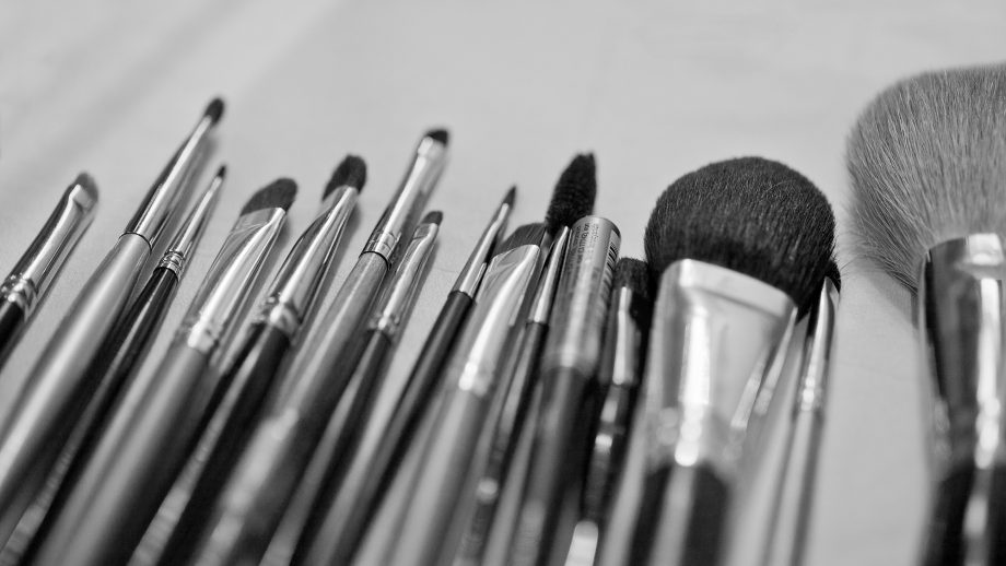 How To Clean Make,Up Brushes The Complete Guide