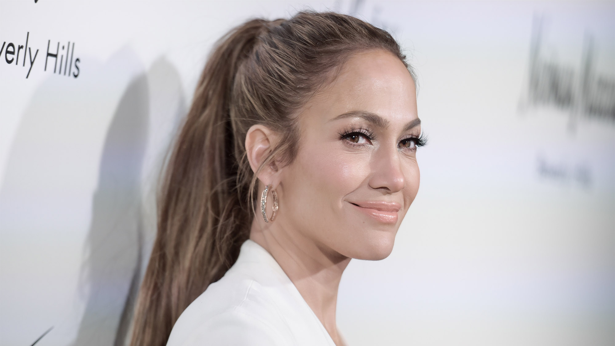 Here's why this make up free selfie of Jennifer Lopez is going viral