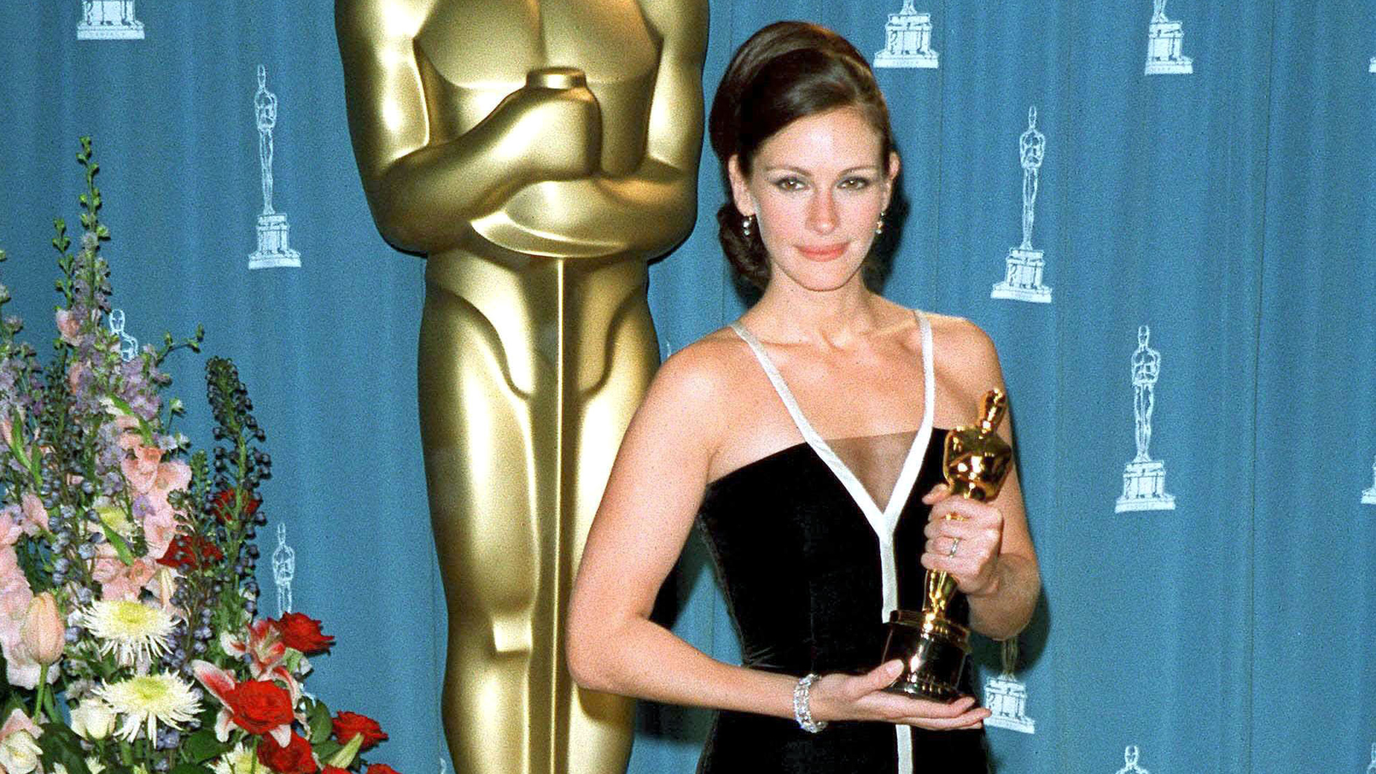 You Won't Believe What Happened To Julia Roberts' Oscars Dress