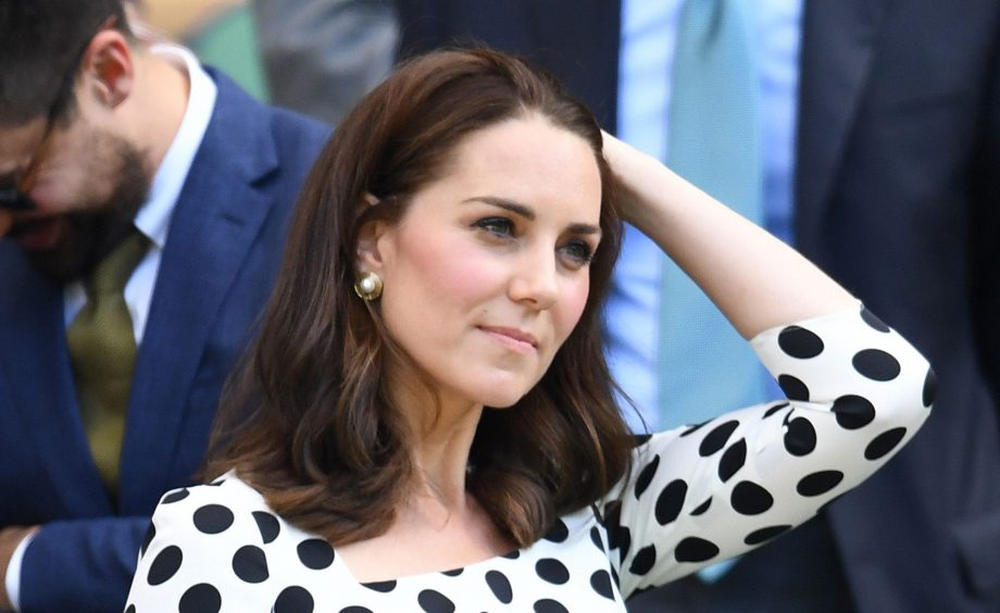 how does kate middleton style her hair kate middleton haircut here s how you can get the look 3995 | rexfeatures 8886517cf 920x564