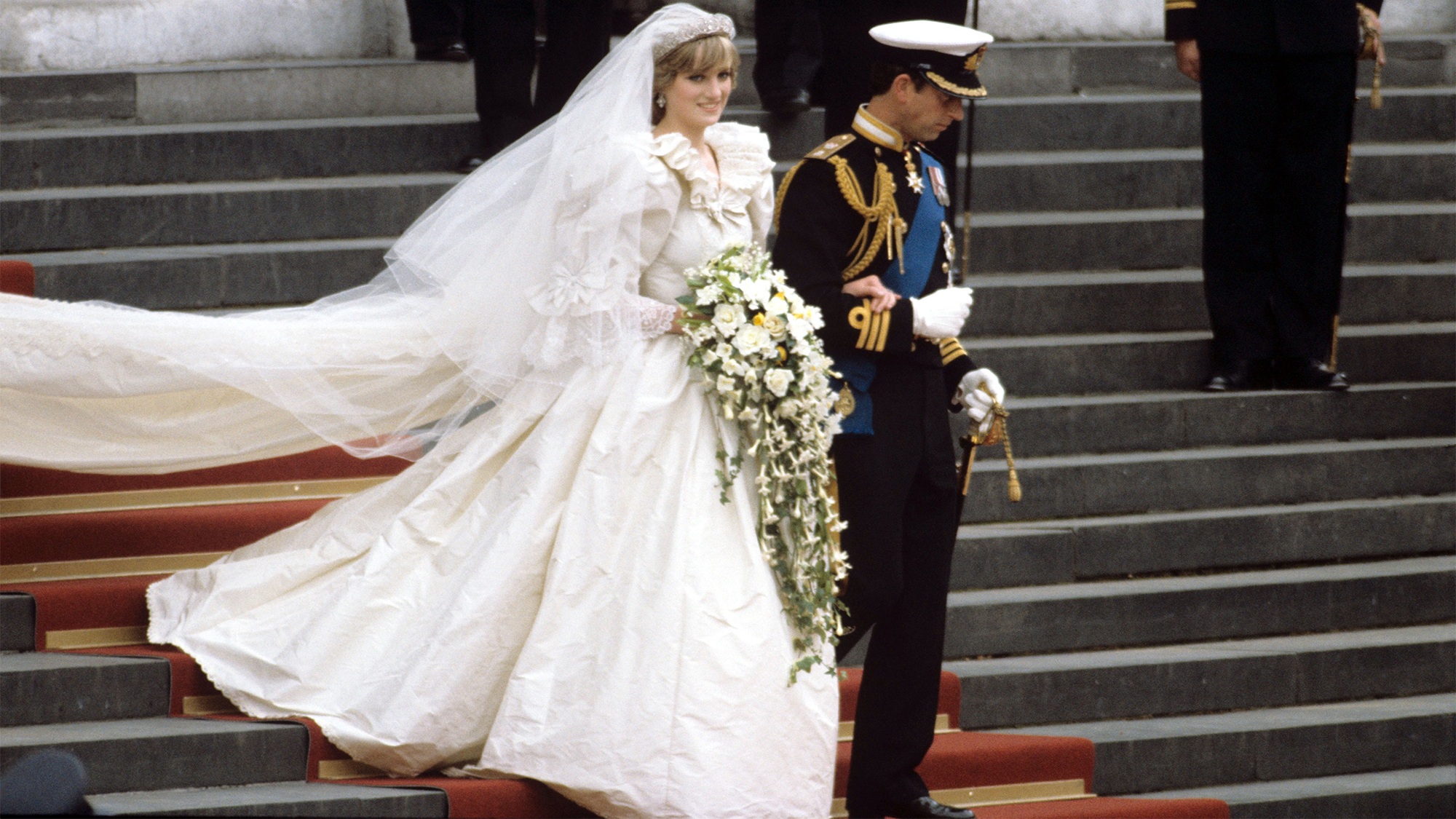 These Are The Fragrances That Princess Diana Kate Middleton And Mille Shopia Top Creme Beige M Queen Elizabeth Wore On Their Wedding Days