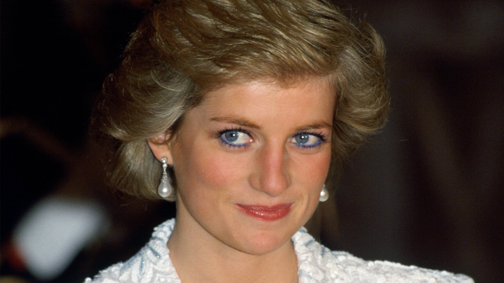 Why did Princess Diana suddenly stop wearing her signature blue eyeliner