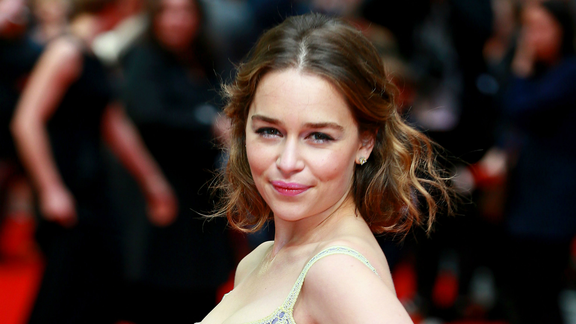 Game Of Thrones Fans Are Annoying Emilia Clarke For This -2425