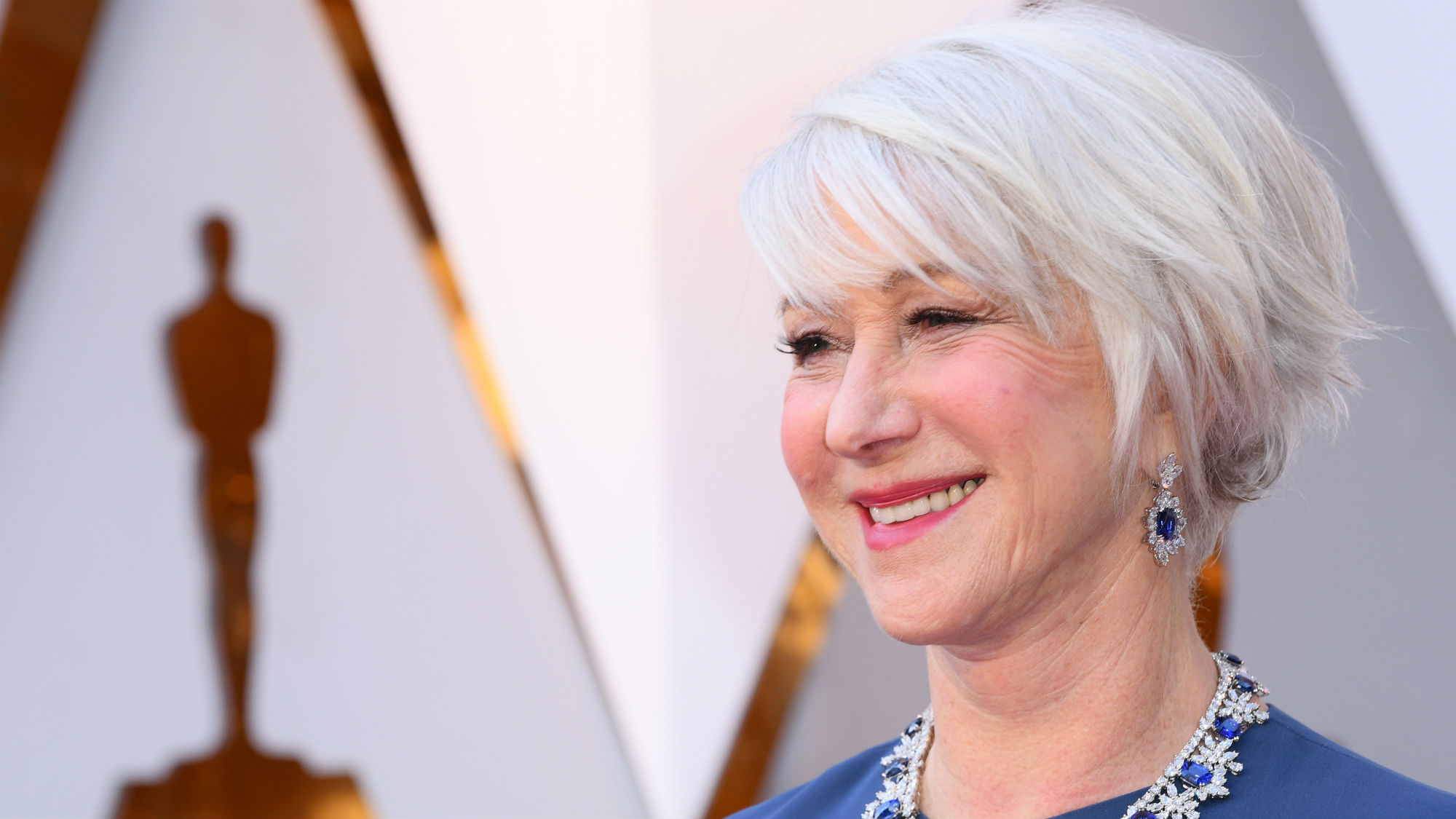helen mirren does a tequila shot on the oscars red carpet like a legend