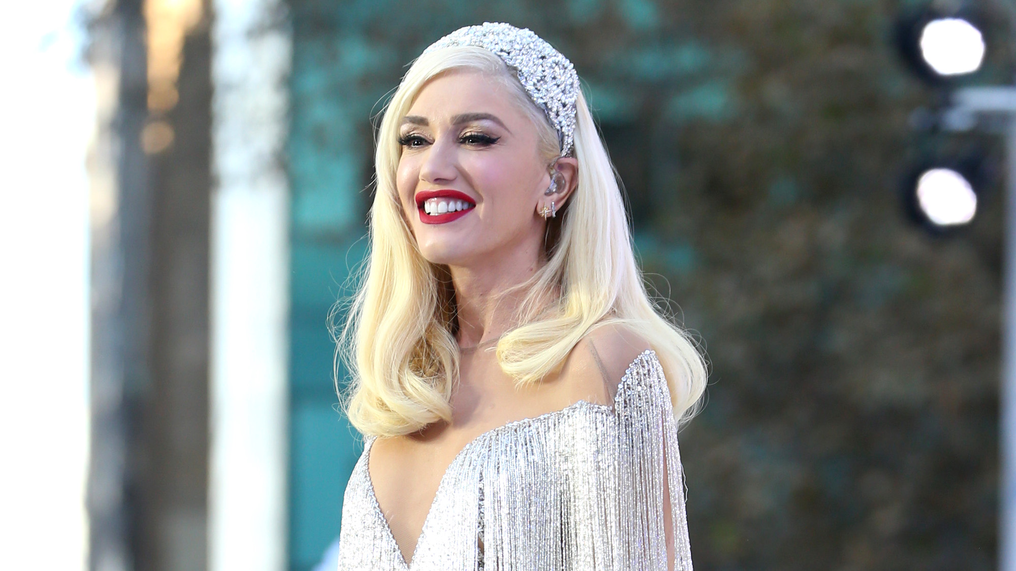 It looks like Gwen Stefani is planning to launch her own cosmetics line