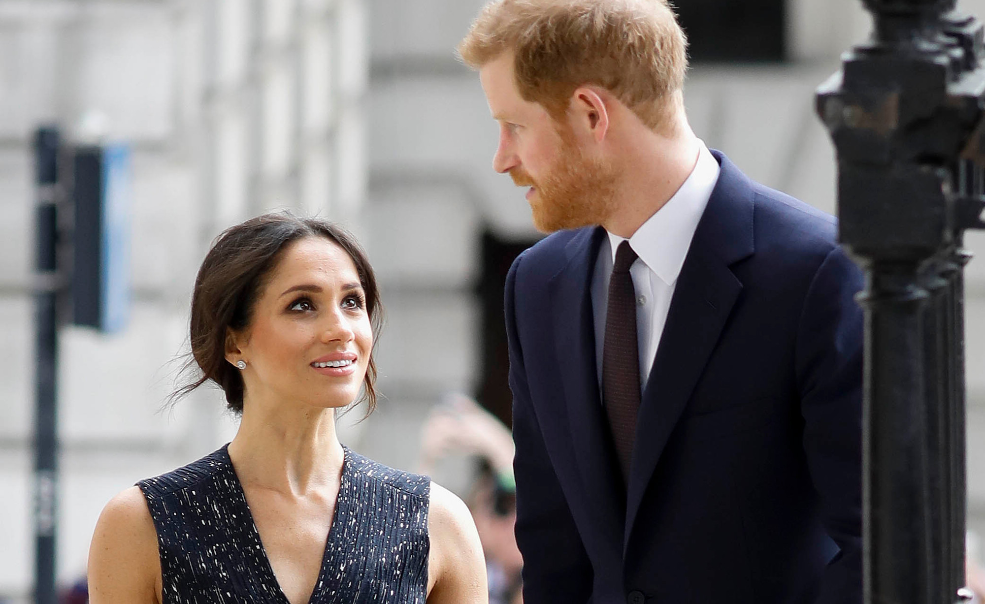 meghan markle dad internet cafe