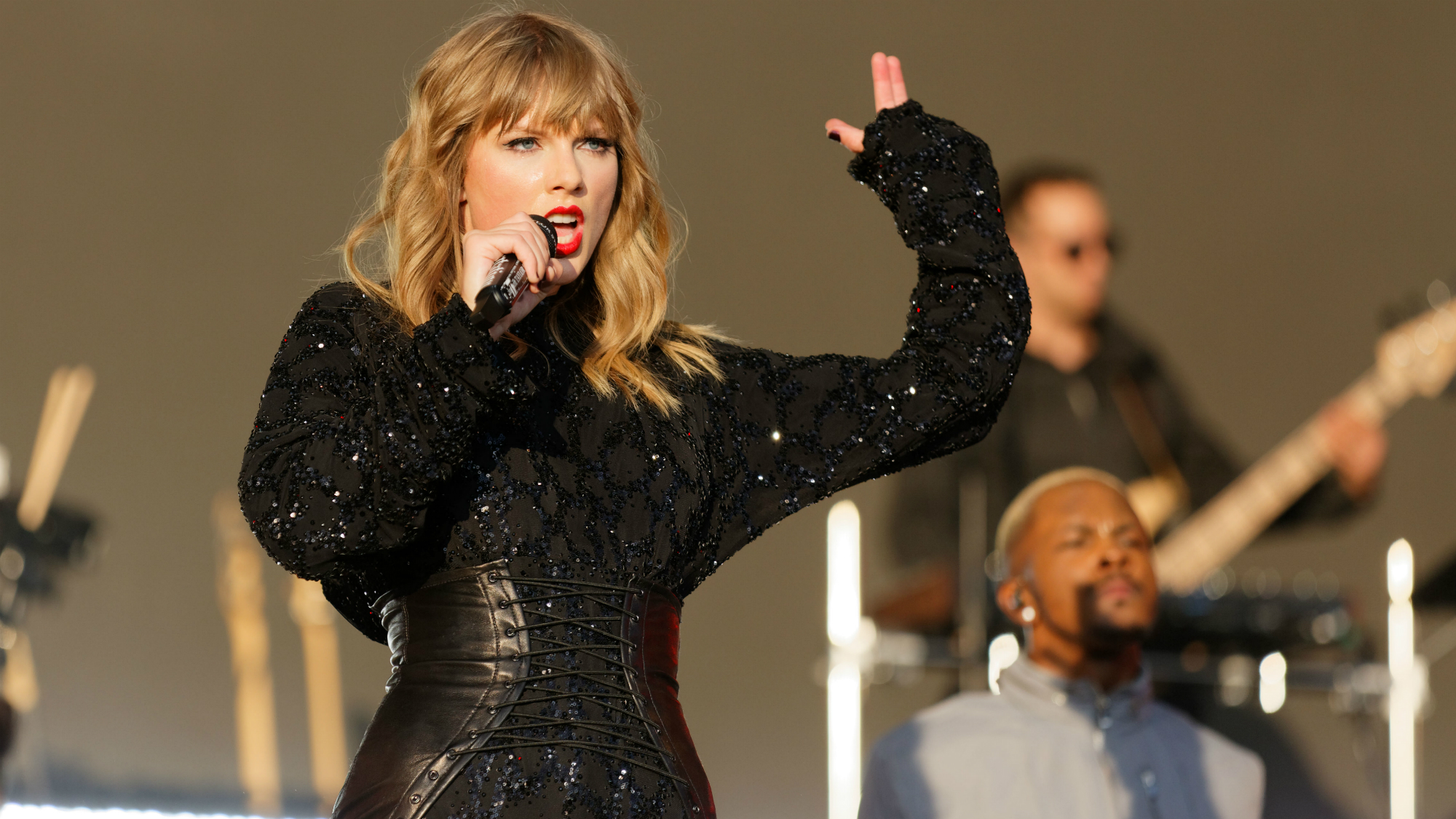 This Is Why Taylor Swift Allegedly Fired A Backing Dancer