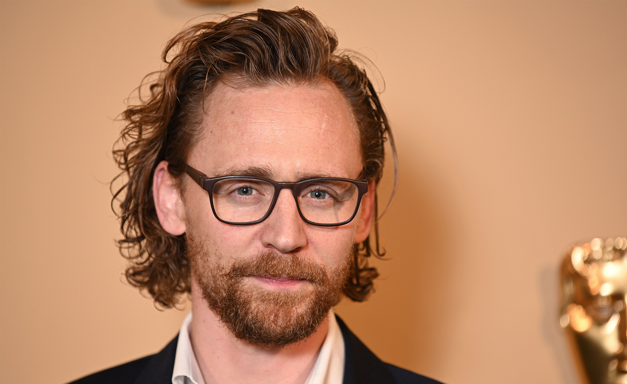 Tom Hiddlestons Twitter Video Features Him Crying And Who -4182