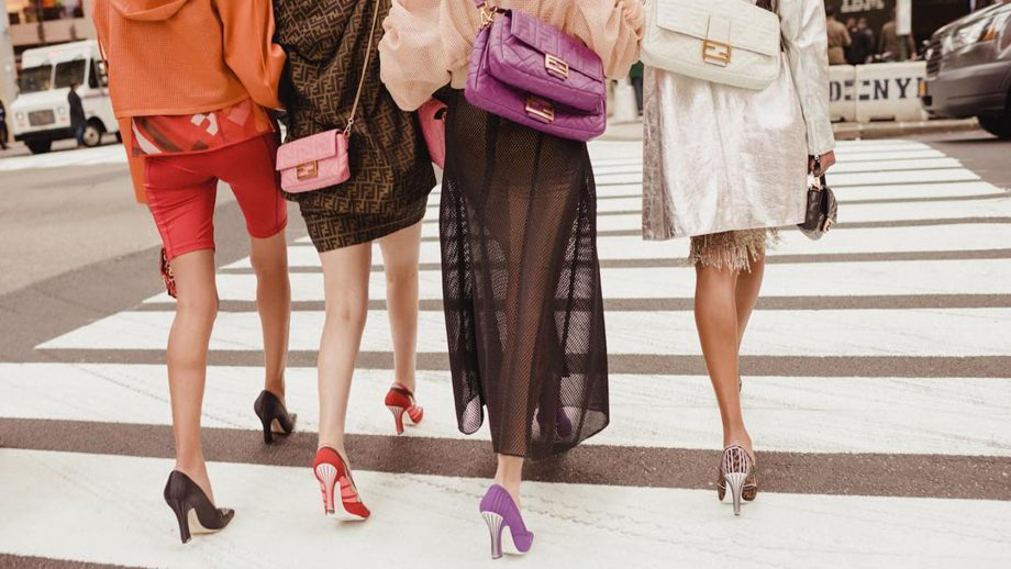 Carrie Bradshaw just schooled influencers on the Fendi baguette
