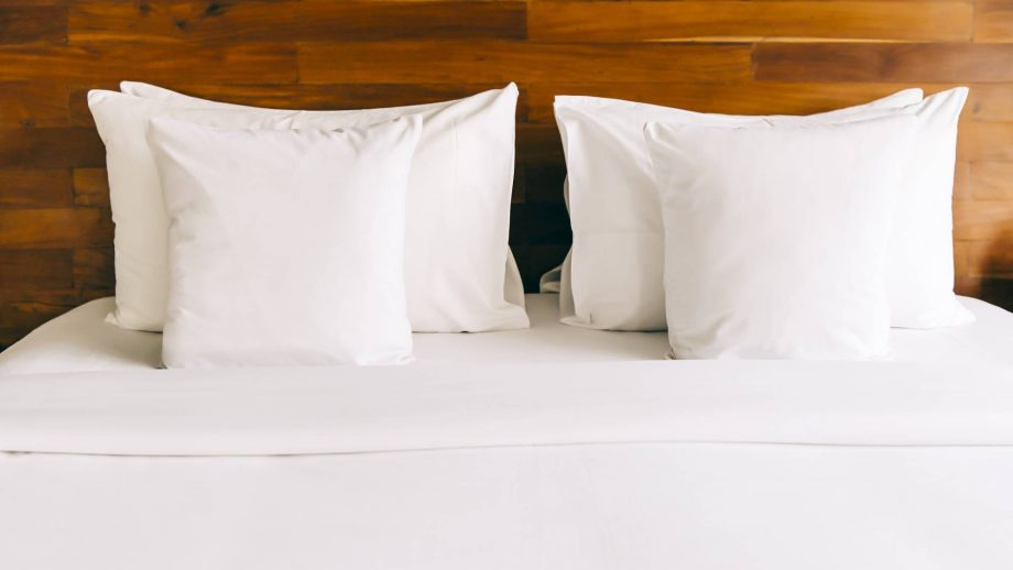 hotel white bed sheets 649660131