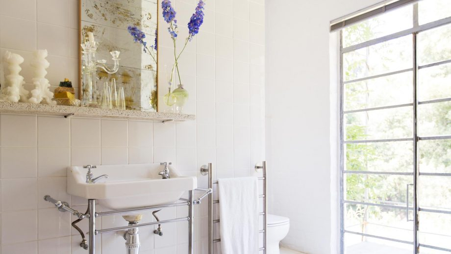 How To Make Your Small Bathroom Seem Ger
