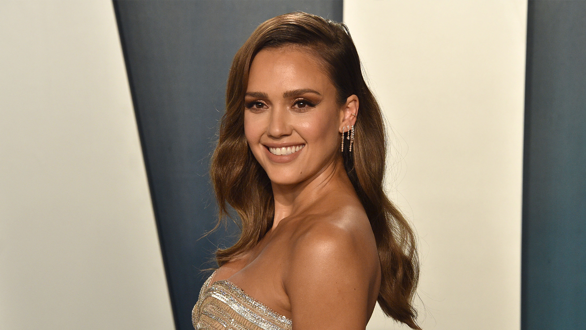Jessica Alba's 'no make-up' make-up for your next Houseparty