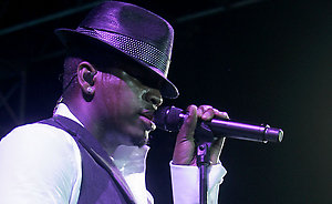 NE-YO performs at the VH1 Save The Music Foundation Summer of Soul Concert in Watermill, N.Y., Friday, July 18, 2008. (AP Photo/Ed Betz)
