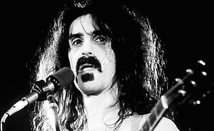 PA PHOTOS/LEHTIKUVA - UK USE ONLY : American rock singer and guitarist Frank Zappa performing on stage circa January 1977.
