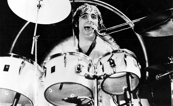 29 rock myths exploded nme - Keith moon rolls royce swimming pool ...
