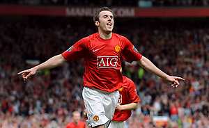 Manchester United's Michael Carrick celebrates scoring his sides fourth goal