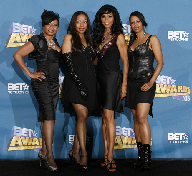 Musical group En Vogue poses backstage at the BET Awards on Tuesday June 24, 2008 in Los Angeles. (AP Photo/Danny Moloshok)