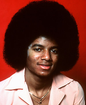 """PA PHOTOS/DPA - UK USE ONLY: Time and again American pop star Michael Jackson has deplored that his skin became paler by the rare skin illness Vitiligo. In 1977 he starred in the film """"The Wizard of Oz"""" in New York where first traces of the illness were seen in his face."""