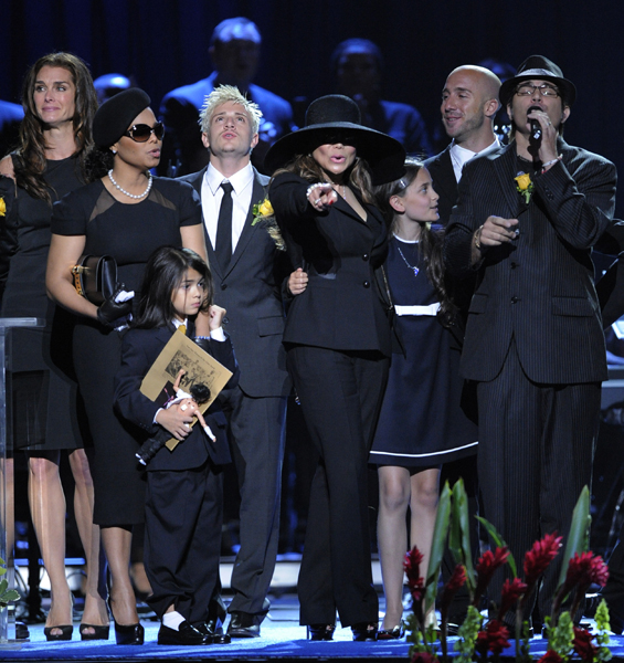 Janet Jackson, left, Prince Michael Jackson II, La Toya Jackson, center, and Paris Jackson sing during the memorial service for Michael Jackson at the Staples Center in Los Angeles, Tuesday, July 7, 2009. (AP Photo/Mark J. Terrill, Pool)