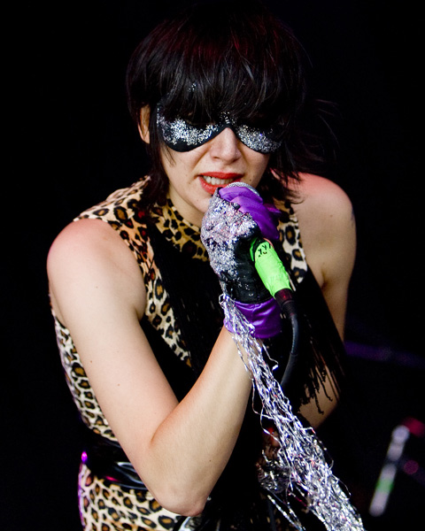 Vocalist Karen O of the New York City based rock band the Yeah Yeah Yeahs performs with the band as one of the openers for Modest Mouse at the Tweeter Center in Mansfield, Mass., as part of the Download 2007 Tour, Saturday, Aug. 18, 2007. (AP Photo/Robert E. Klein)