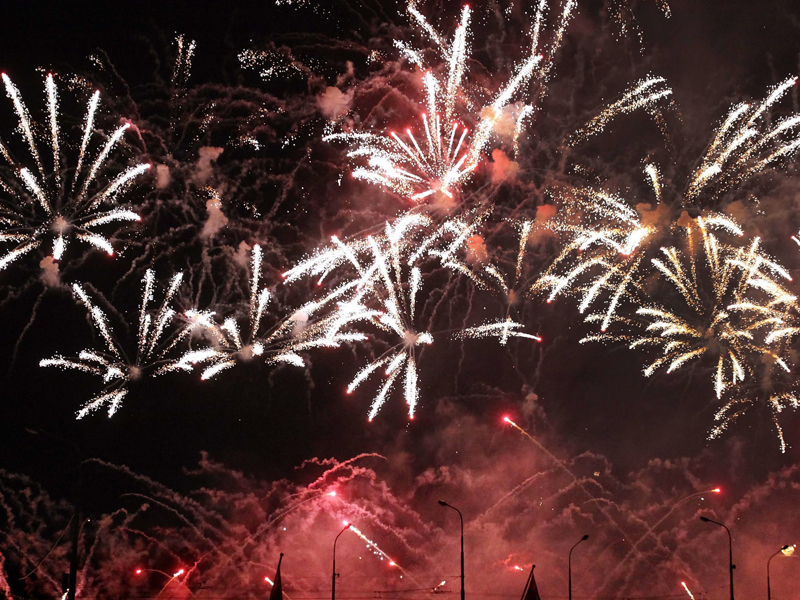 Fireworks illuminate the sky in the bay of Geneva, Switzerland, Saturday, Aug. 8, 2009. The firework marks the highlight and the end of the Geneva Festival. (AP Photo/Keystone/Magali Girardin)