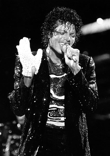 """** FILE ** In this July 7, 1984 file photo, Michael Jackson performs during the """"Victory Tour"""" at Arrowhead Stadium in Kansas City, Mo. (AP Photo/Cliff Schiappa, file)"""
