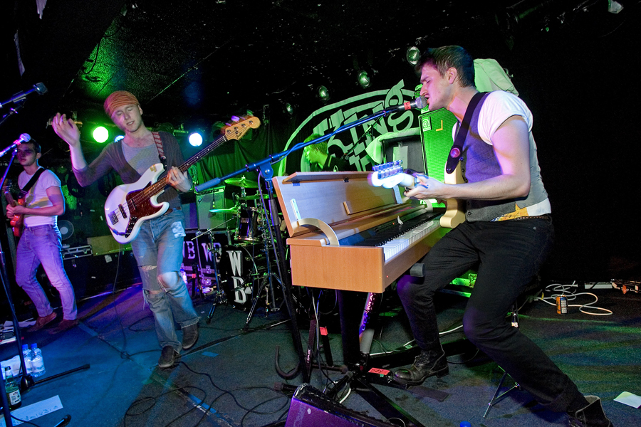 Picture shows : Hayden Thorpe (beside keyboards) and bassist Tom Fleming of Wild Beasts at King Tuts, Glasgow.Hayden Thorpe (Guitar/Vocals)Ben Little (Guitar)Tom Fleming (Bass guitar/vocals)Chris Talbot (Drums/Vocals)Staturday July 26th, 2008. © Drew Farrell Tel : 07721-735041