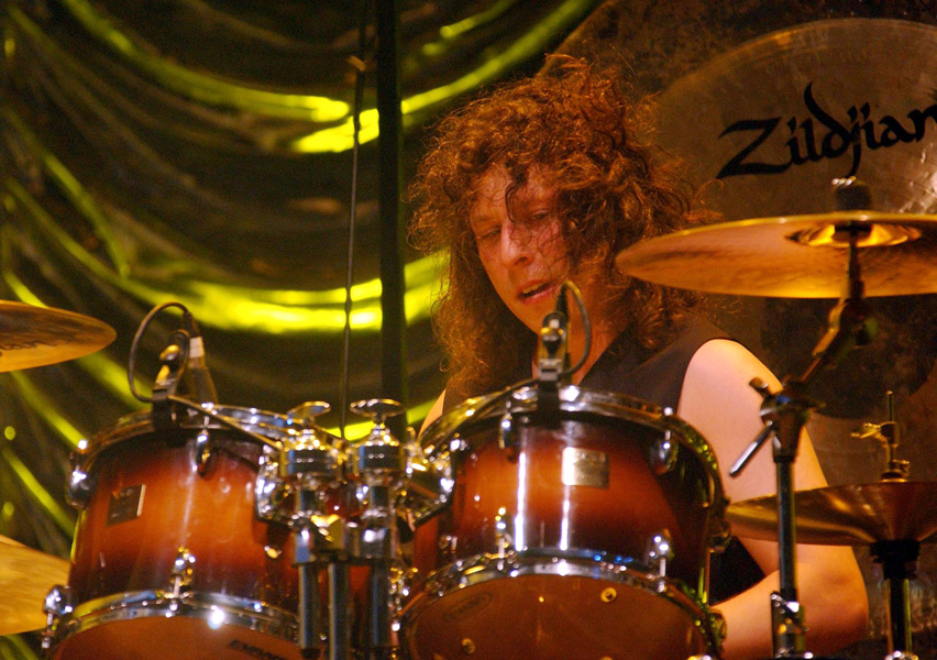 Stuart Cable of Stereophonics performing at Glastonbury Festival 2002