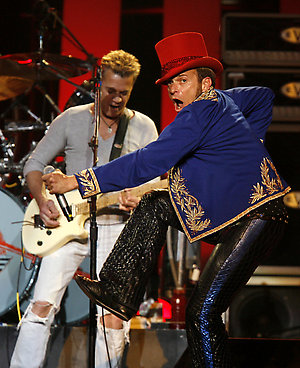 David Lee Roth, right, and Eddie Van Halen perform at Madison Square Garden Friday, May 23, 2008 in New York. (AP Photo/Jason DeCrow)