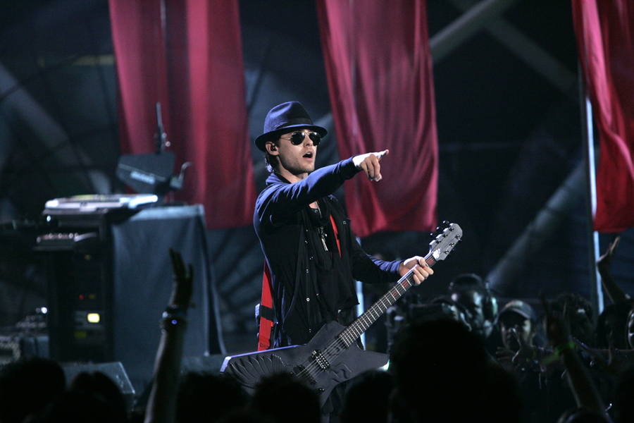 Jared Leto, lead singer for the band 30 Seconds to Mars, performs during the 2007 MTV Latin Video Music Awards at the Palacio de los Deportes in Mexico City, Thursday, Oct. 18, 2007. (AP Photo/Gregory Bull)