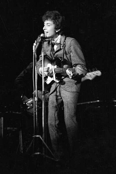 UNITED STATES - CIRCA 1966:  Photo of Bob Dylan  (Photo by Alice Ochs/Michael Ochs Archives/Getty Images)