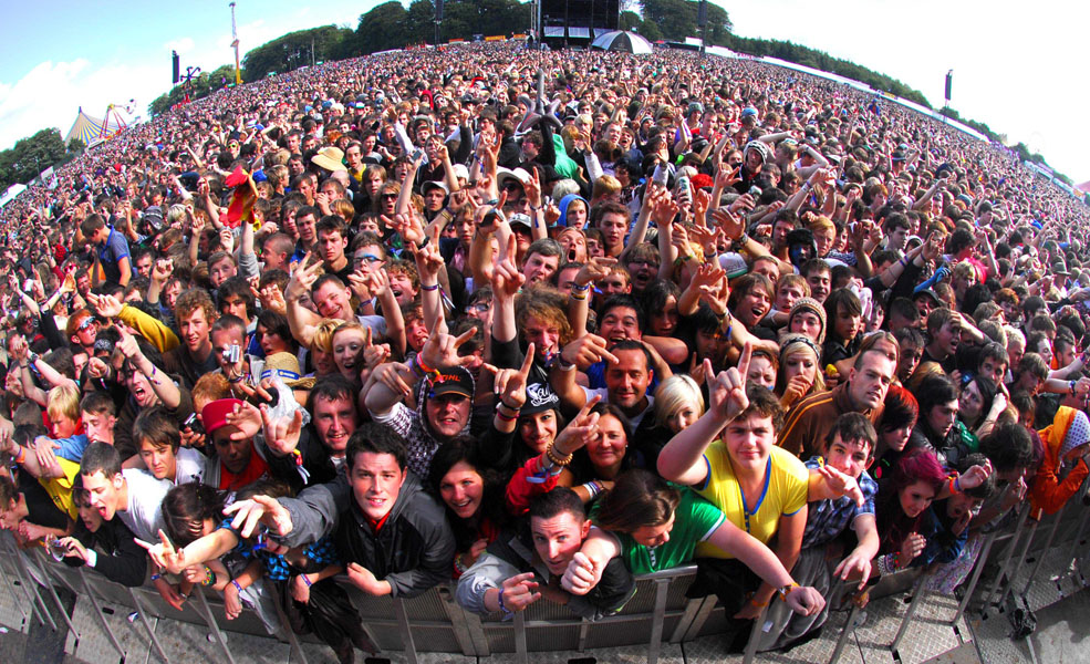 The crowd enjoy a performance on the main stage during the 2009 Leeds Festival at Bramhall Park, Leeds.