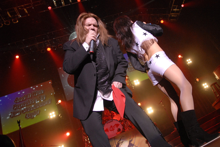 Meat Loaf live in Concert at the Heineken Music Hall in Amsterdam, the Netherlands as part of the Bat Out of Hell III Seize the Night tour. Meat Loaf started the concert with Paradise By The Dasboard Light .