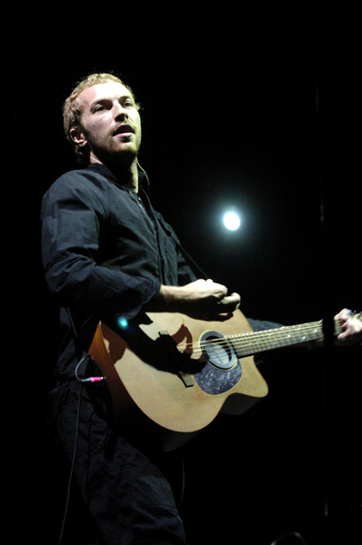 Chris Martin, lead vocalist for the group Coldplay, performs on Saturday April 30, 2005 at the Coachella Valley Music and Arts Festival held in Indio, CA. (AP Photo/James Ku)