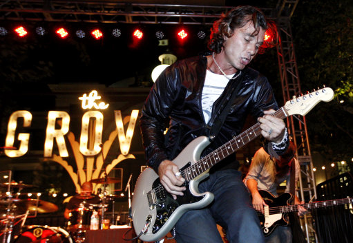 Musician Gavin Rossdale performs during the Donate Life Concert Series in Los Angeles on Wednesday, Aug. 26, 2009. (AP Photo/Matt Sayles)
