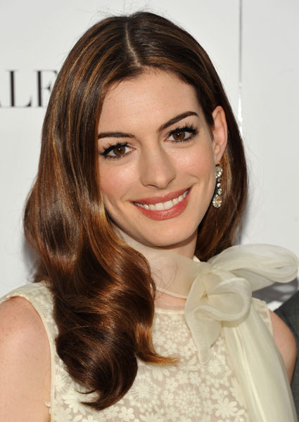 christopher nolan casts anne hathaway in new scifi film