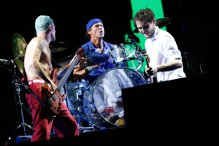 red hot chili peppers debut new songs at japan 39 s summer sonic video nme. Black Bedroom Furniture Sets. Home Design Ideas